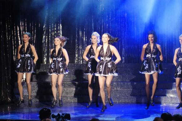 tancerki w czarnych spódniczkach foto