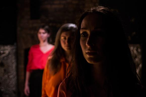 scenariusz i reżyseria: Dorota Bielska SKAZANE NA OGIEŃ Teatr Druga Strefa Opis przedstawienia Fotografia