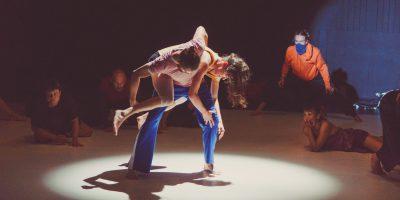 Kontakt improwizacja, taniec, zabawa, performance